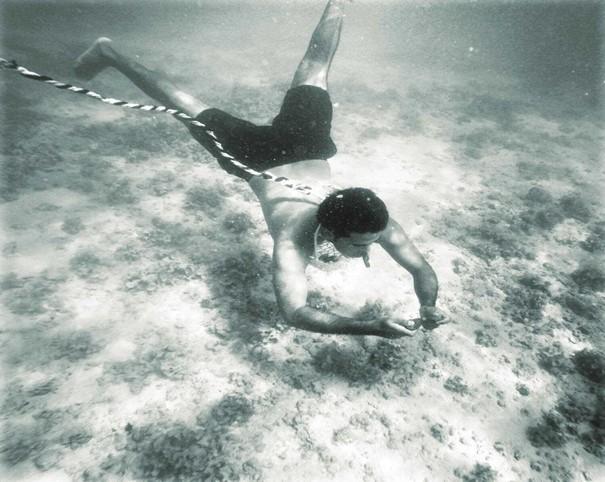 غواص كويتي الغوص على اللؤلؤ قديما