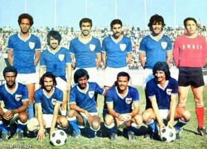 فيصل الدخيل مع نجوم المنتخب الكويتي في السبعينات