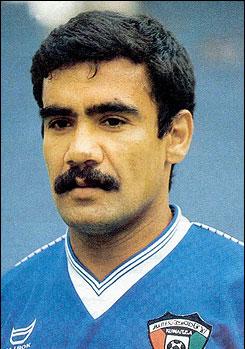 لاعب منتخب الكويت فيصل الدخيل